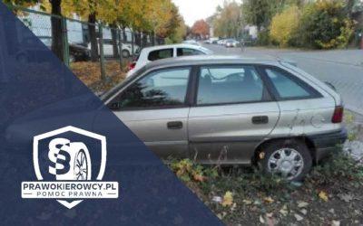 Porzucony pojazd na parkingu